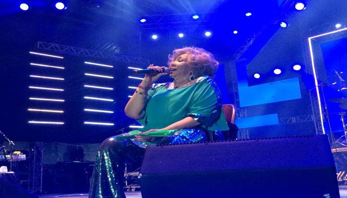 A cantora Alcione no palco do Marco Zero. Foto: Mabson Rodrigues/DP