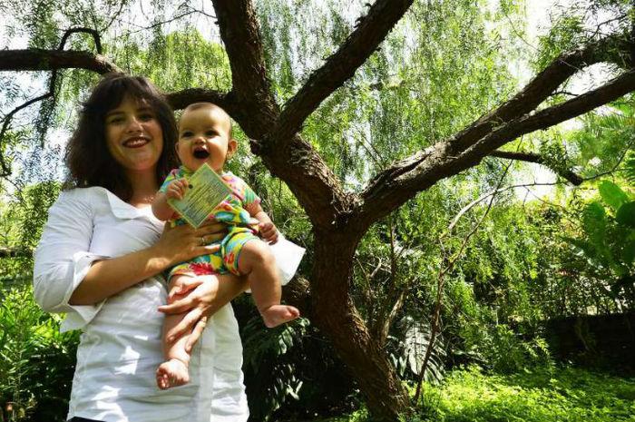 Precavida, a advogada Julia Botelho tirou o CPF da pequena Marcela com a certidão de nascimento. A Receita está mais exigente. Foto: Marcelo Ferreira/CB/D.A Press.