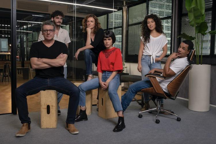 Com atores consagrados e jovens talentos do cinema e da televisão, Onisciente já está sendo filmada em São Paulo. Foto: Rafael Morse/Netflix