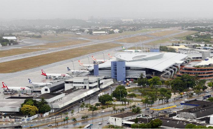 De acordo com a Agência Nacional de Aviação Civil (Anac), o Aeroporto do Recife está na lista do leilão. Foto: Paulo Paiva/DP