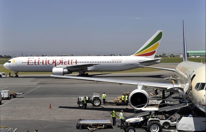 A Ethiopian Airlines confirmou que a aeronave caiu seis minutos depois de decolar do aeroporto internacional de Adis Abeba às 8h44 (horário local, 2h44 em Brasília). Foto: Simon MAINA / AFP