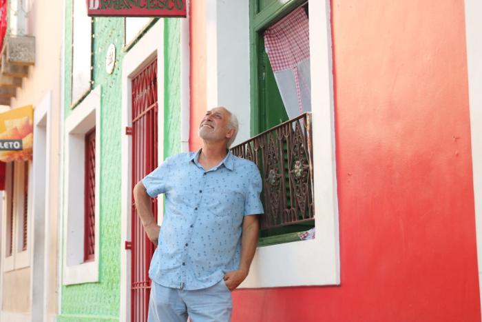 Francesco Carretta mora há duas décadas no sítio histórico de Olinda, onde mantém um restaurante. Foto: Tarciso Augusto/Esp. DP.