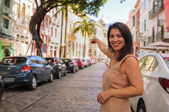 A francesa de origem argelina Amina Mazouza, 40, escolheu e foi escolhida, como frisa, o Recife para viver. Foto: Tarciso Augusto/Esp. DP.