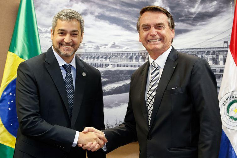 No final do mês passado, em Foz do Iguaçu (PR), os presidentes Mario Abdo Benítez e Jair Bolsonaro se reuniram. Foto: Alan Santos/PR