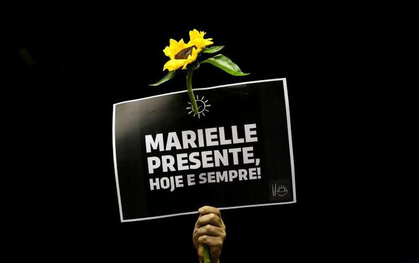 Placa levantada durante sessão solene em homenagem a vereadora Marielle Franco, realizada no Congresso Nacional.. Foto: Marcelo Camargo/Agencia Brasil