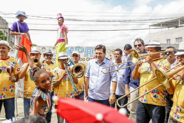 Prefeito Geraldo Julio participou das comemorações no Compaz do Alto Santa Terezinha. Foto: Andréa Rêgo Barros/Divulgação.