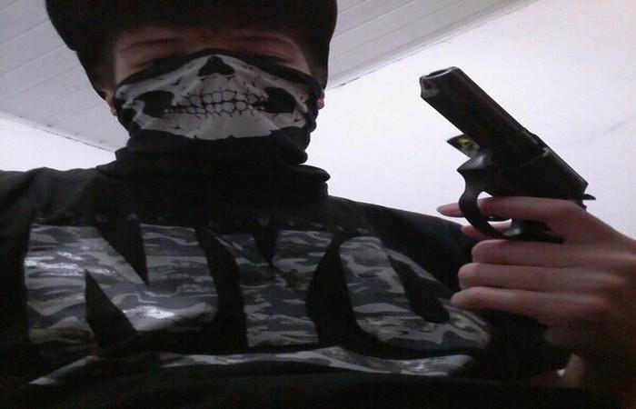 Homicida Postou Fotos Com Arma E Máscara Minutos Antes Do