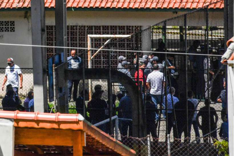 Especialistas analisam as motivações para atos violentos e destacam a necessidade de apoio psicológico a sobreviventes. Foto: AFP / NELSON ALMEIDA