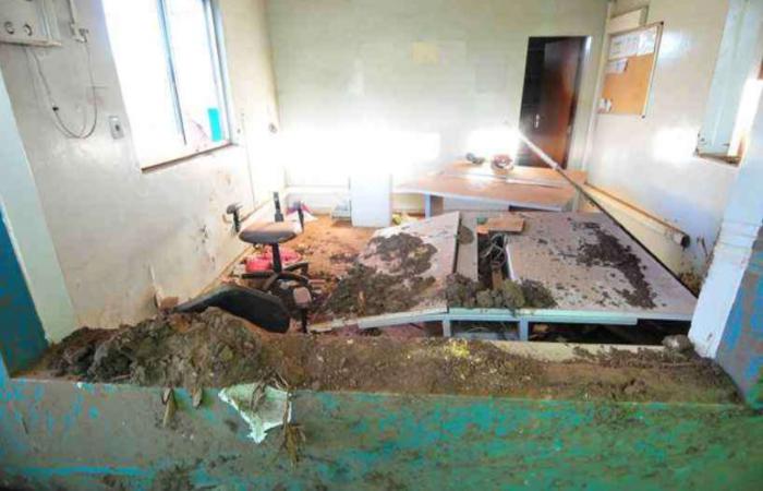 Barro atirado sobre pranchetas e mobiliário revirado deixaram congelado momento de horror. Foto: Gladyston Rodrigues/EM/D.A PRESS