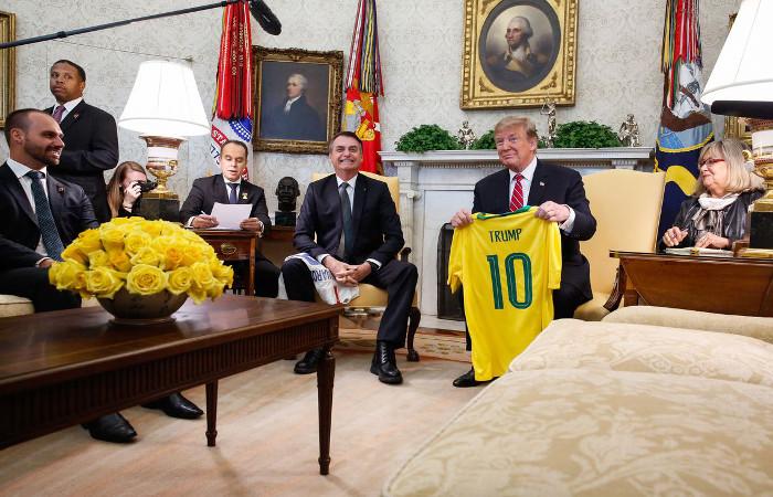 Bolsonaro diz que retorna com 'a sensa��o de miss�o cumprida'