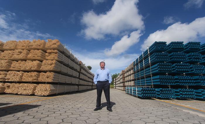"""Perboni, diretor de manufatura do grupo no Brasil, destaca que a planta de Suape é """"uma das melhores das 26 que temos na América Latina"""". Foto: Mandy Oliver/Esp.DP foto"""