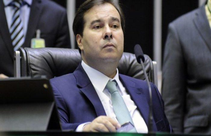 69b04b096 Centrão faz coro a Rodrigo Maia e ameaça com rebelião