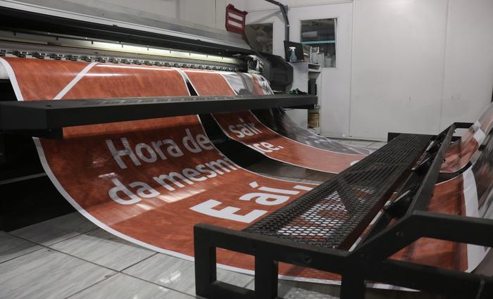 Gráfica possui a mais moderna máquina de impressão digital. Foto: Gabriel Melo /DP