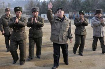 """O Exército advertiu que """"o momento de uma explosão se aproxima"""" e que uma guerra pode eclodir """"hoje ou amanhã"""" (KCNA/AFP Photo)"""