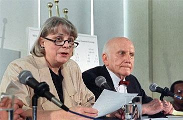 """Ao lado do marido, cientista contribuiu com seus estudos para estimular a chamada """"revolução sexual"""" nos Estados Unidos, (AFP Photo )"""