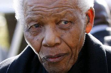 Líder teria passado por um procedimento cirúrgico para desbloquear um tubo de diálise, mas notícia não foi confirmada (AFP PHOTO / POOL/Siphiwe Sibeko)