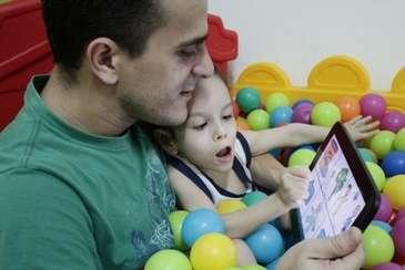 Analista que criou aplicativo para auxiliar filha com paralisia cerebral precisa de apoio para ir à Ásia (Alcione Ferreira/DP/D.A Press )