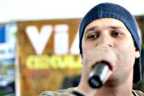 O cantor Rafael Chaves é o mais forte entre os concorrentes para assumir os vocais da banda (Divulgação)