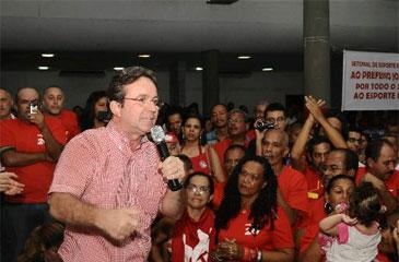 Centenas de militantes do prefeito do Recife, João da Costa se reuniram no Clube Internacional em apoio à sua candidatura (Nando Chiappetta. DP/D.A Press)