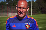 Robben participa do lan�amento de camisa  (YouTube/Reprodu��o)