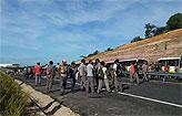 Protesto re�ne 500 trabalhadores em Suape (Facebook/Reprodu��o)