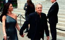 Os atores Michael Douglas e Catherina Zeta Jones, casados desde 2000, confirmaram a separação  (Divulgação)